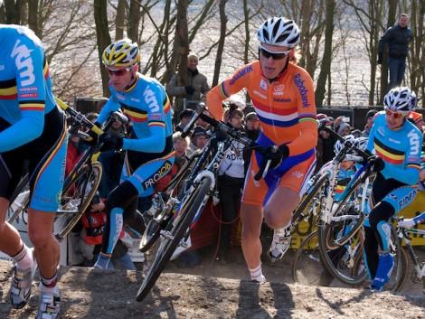 Al in de eerste rond waren de Belgen voorin zeer sterk vertegenwoordigd en reed Lars Boom tussen hen in. (Foto © Laurens Alblas)