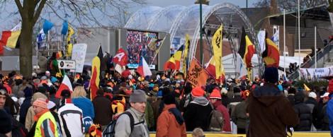 Waar men ook keek, overal waren Belgische vlaggen en vlaggen met de Vlaamse leeuw. (Foto © Laurens Alblas)