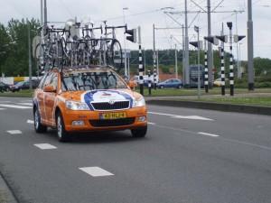 Erik Dekker reed de volgwagen © TvH