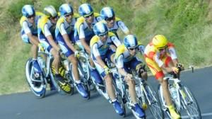 De geoliede Astana-trein met Contador op kop (foto: © PhotoNews)