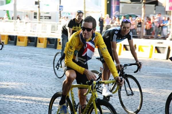Bradley Wiggins tijdens zijn ereronde na de Tour de France van 2012. (Foto: © Hinderikus Hoving/cyclingstory.nl)