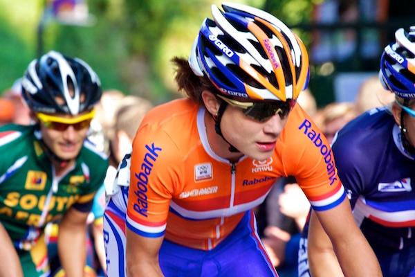 Marianne Vos houdt iedereen goed in de gaten. (foto: © 2012 Laurens Alblas/cyclingstory.nl)