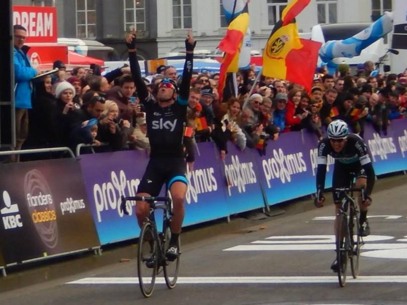 Ian Stannard wint Omloop Het Nieuwsblad 2015, net voor Niki Terpstra (© Jean Savelberg / cyclingstory.nl)