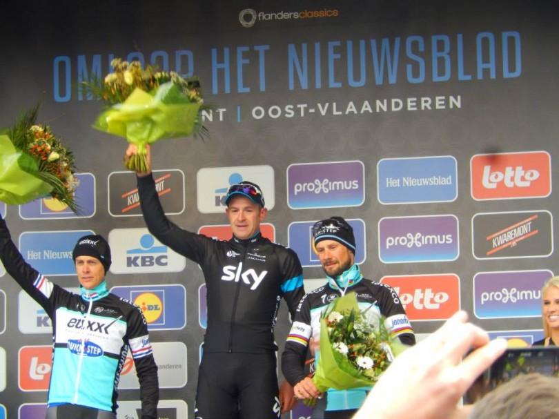 Het podium bij de heren met v.l.n.r. Niki Terpstra (2e), Ian Stannard (1e) en Tom Boonen (3e) in Omloop Het Nieuwsblad 2015 (© Jean Savelberg / cyclingstory.nl)