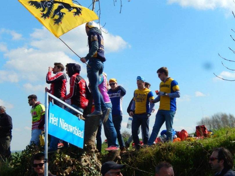 België was massaal uitgelopen voor 'de Ronde'. © Wielervrung Klumme Ranzel.