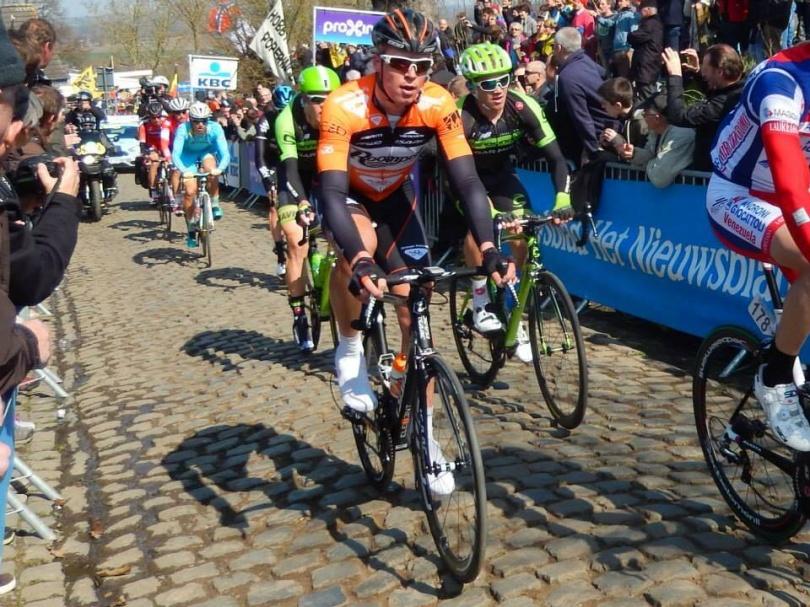Team Roompot kende een mooie Ronde van Vlaanderen, waarin Dylan Groenewegen lange tijd onderdeel was van de kopgroep. De gehoopte plek in de top 25 zat er echter niet in: Wesley Kreder was op de 66e plek de beste oranjeman. © Wielervrung Klumme Ranzel.