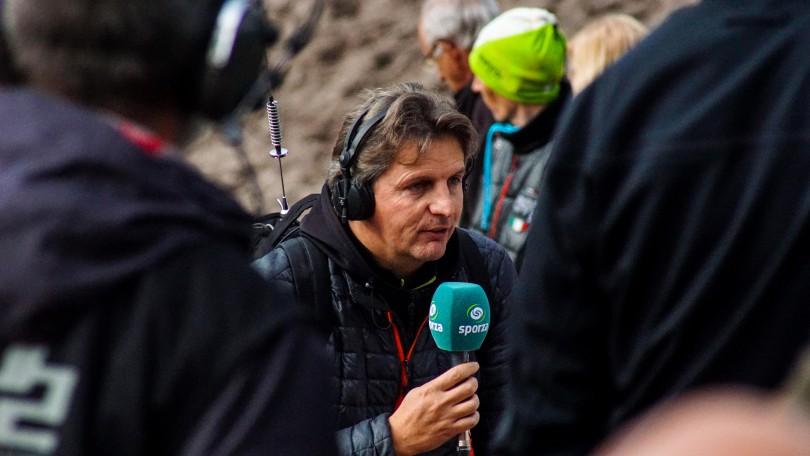 Renaat Schotte leidt de Belgische televisie-uitzending in. © Vincent Kwanten