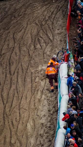 In de Kuil vallen renners niet altijd zacht. © Vincent Kwanten
