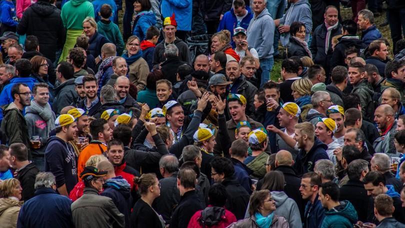 Veldrijden is in Vlaanderen vaak synoniem voor bier en plezier. © Vincent Kwanten