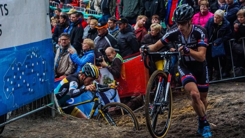 Lars van der Haar gaat in het begin van de koers wat in overdrive en eindigt als vijfde. © Vincent Kwanten