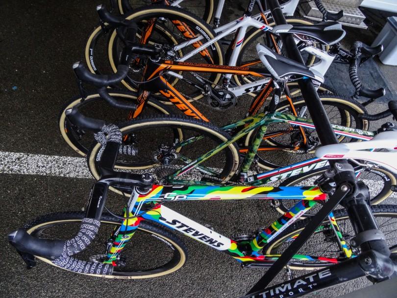 De fiets van de topfavoriet is er klaar voor. Nu van der Poel zelf nog. ⒸVincent Kwanten