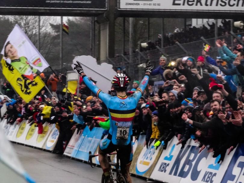 Het Belgische publiek krijgt wat het wil: Wout Van Aert is wereldkampioen! ⒸVincent Kwanten