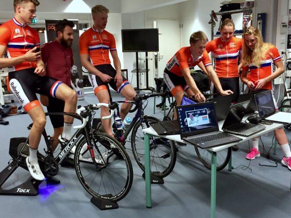 De Nederlandse olympische wielertalenten gaan trainen op Zwift (foto: © Zwift.com)