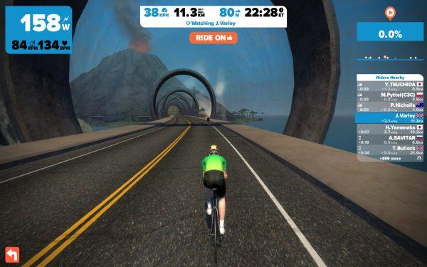 De nieuwe brugtunnel vanaf start/finish (© cyclingstory.nl)